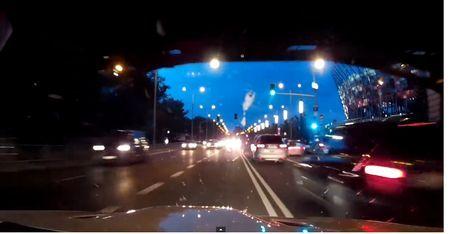 Pilnīgs neprāts traukties pa pilsētu blīvā satiksmē ar 200km/h