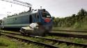 VIDEO: Väljaspool ülesõitu raudteele autoga ronida ei tasu