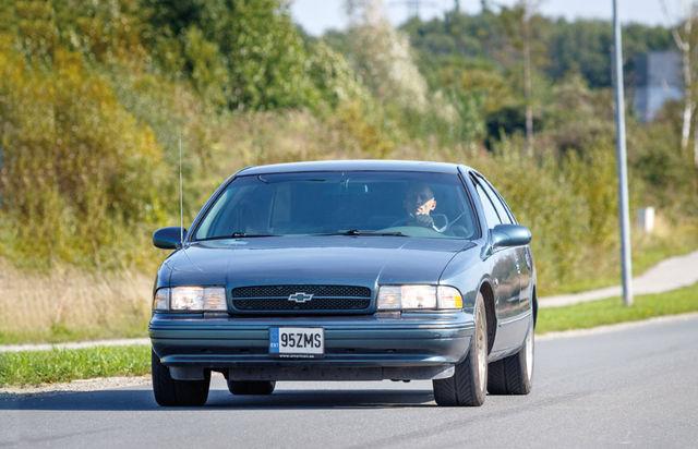 Sünge ilmega ja kogukas: 5,4 meetrit pika Impala SS-i disain avaldab muljet nii toonaste kui ka praeguste autode seas. Müügil on seda Euroopas väga vähe, kuid Eestis pakutakse praegu kaht autot, sh pildil olevat. Foto: Pille Russi