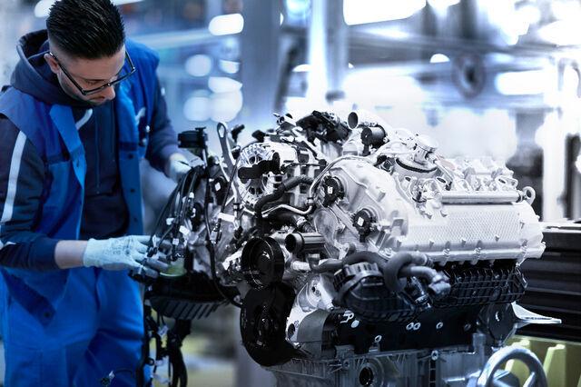 BMW V-8-mootor. Foto: BMW