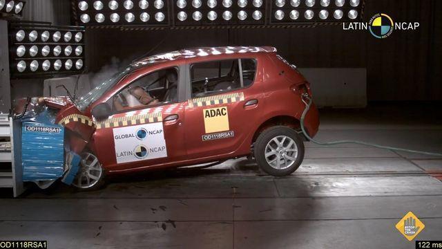 Renault Sandero avariitestis. Kaader: Youtube