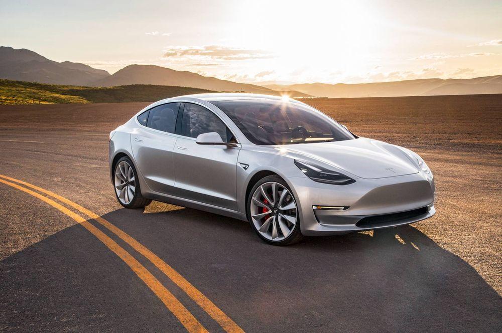 Tesla alustas Model 3 avalikku müüki
