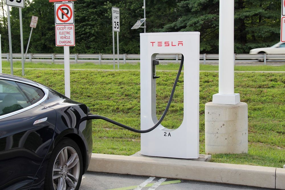 Tesla Superchargerid jäävad kommertskasutajatele suletuks
