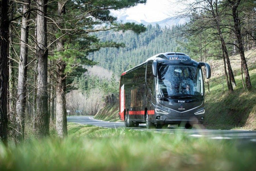 Pühade ajal kasvas bussireisijate arv Eesti-sisestel liinidel võrreldes möödunud aastaga 24% ning ka lisareiside bussipiletid olid varakult eelmüügist välja müüdud, teatas Lux Express.