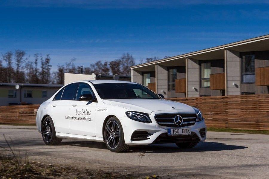 Uus E-klassi Mercedes osutub maanteel ootuspäraselt mugavaks kaaslaseks, millega sõites võib mängida mõttemängu, millised lisad võtta ja millised jätta.